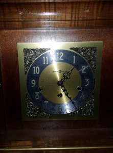 HOWARD MILLER Triple Chime Mantle Clock W Key 1050