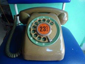 Điện thoại màu lính