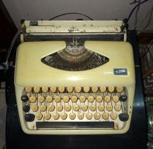 Máy đánh chữ