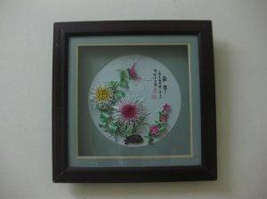 Tranh sứ nổi 3D, hình những bông hoa cúc rất đẹp, lạ
