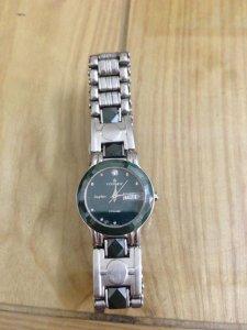 Đồng hồ nữ Essence mặt chống xước, Giá 500k