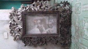 khung tranh cổ trạm trổ tinh sảo và rất đẹp. Do chính gia đình nhà Văn Huy Cận đã sử dụng