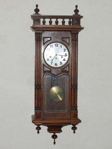 Đồng hồ Junghan hoa thị nổi tiếng của Đức