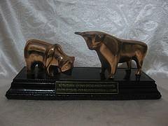 Đôi bò mạ đồng có đế, TL 150k