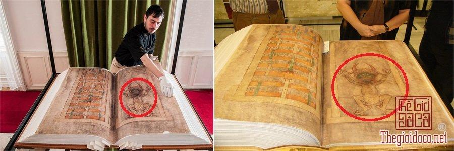 Bi-an-chua-co-loi-giai-quanh-cuon-Kinh-Quy-du-(Giant-Book) (6).jpg