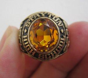 Nhẫn hợp kim xi vàng, hột vàng màu hổ phách đẹp tráng lệ.