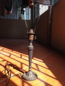 cây đèn kim loại