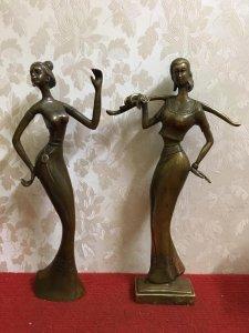 Hai bức tượng thiếu nữ nghệ thuật rất đẹp và độc đáo cho Ace sưu tầm. Chất liệu: Đồng nguyên chất. K
