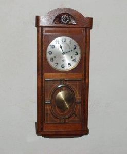 Đồng hồ Junghan hai mũi tên của Đức