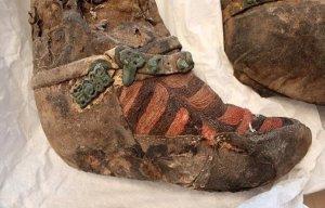 Xác ướp hơn 1.000 năm tuổi của người phụ nữ đi đôi giày giống hệt giày thể thao Adidas hiện đại