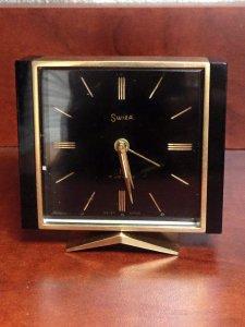 Đồng hồ để bàn SWISS hiệu Swiza