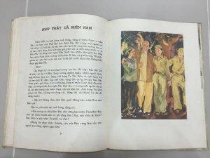 Cuốn sách Về Bác Hồ hình ảnh được mình họa bằng tranh vẽ in 1980 tại Liên Xô
