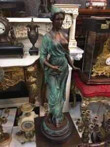 Giao lưu tượng cô gái bằng đồng của Pháp cao 82 cm nặng khoảng 30 Kg