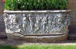 Phát hiện được quan tài La Mã 1.800 trở thành chậu hoa trong cung điện Anh
