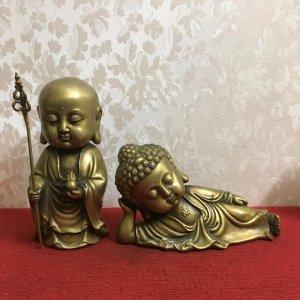Giao lưu hai bức tượng phật trẻ em đường nét và hình dáng rất đẹp, thần thái và có hồn. Chất liệu: Đ