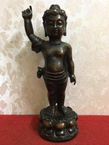 Tác phẩm: Phật Thích ca sơ sinh tay chỉ thiên tay chỉ địa đường nét rất đẹp, thần thái và có hồn. Ch
