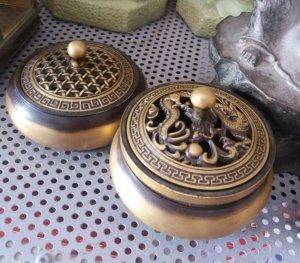 Bình xông trầm bằng đồng điêu khắc tinh xảo giá 1,5 triệu 1 cái