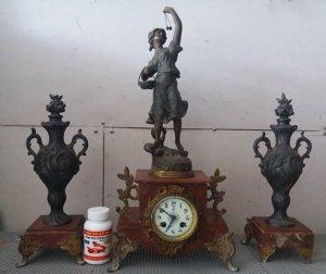 Đồng hồ cổ của pháp quý hiếm hội xuân độ giá 29 triệu
