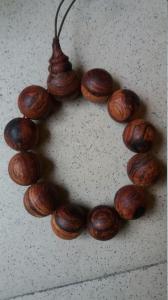 Vòng tay gỗ sưa hạt 20
