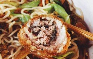 Những món ăn cực kỳ bá đạo tại Hoàn Kiếm mà các bạn trẻ nên biết  1. Cá cuốn thịt - Bún cá Sâm cây s