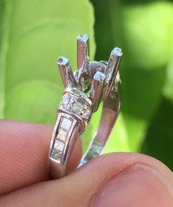 Vỏ nhẫn nữ, vàng 18k ( 65% ) - Ổ chủ 5,5-6,5ly