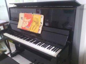 Em bán cây đàn Piano Cổ .