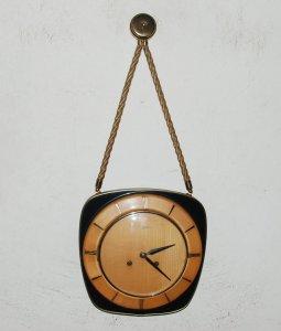 Đồng hồ túi xách 2 lỗ của Đức. Đồng hồ có 3 gông đồng