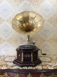 Máy hát nhạc cổ điển Gramophone giao lưu