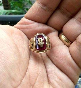 Nhẫn Mỹ xưa vàng 10k hột vuông đỏ huyết năm 1967