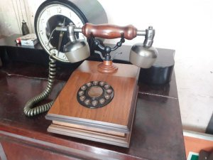 Telephone. Vỏ gỗ