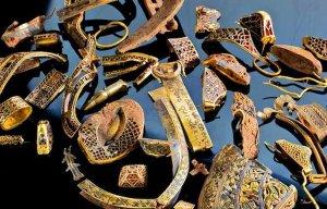 Phát hiện kho báu nghìn năm tuổi trong lăng mộ Thủ lĩnh Vàng (Golden Chief)