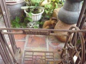 Chân máy khâu Thăng Long
