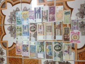Bộ 24 tờ tiền nước ngoài