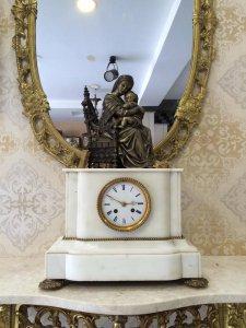 Đồng hồ tượng đức mẹ và quyển kinh thánh để bàn đá trắng xuất sứ Pháp 1880