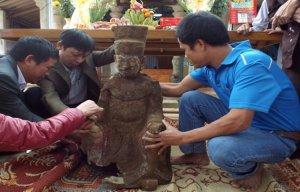 Nhiều tượng cổ bị chôn dưới ngôi chùa 700 tuổi vừa được phát hiện