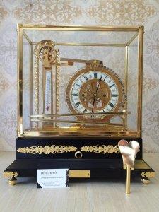 Đồng hồ Skeleton để bàn mạ vang 24 karat