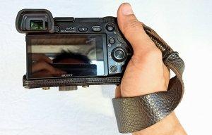 Trên tay dây đeo tay máy ảnh SEN – Đa năng và nghệ sĩ hơn dây đeo cổ