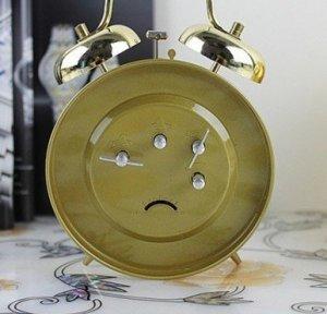 vài chiếc đồng hồ gà mái mổ thóc vàng đường kính 15cm nguyên zin hộp xách tay từ thành phố Thượng Hả