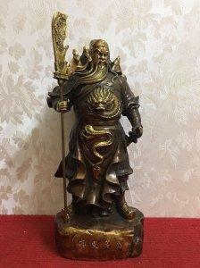 Quan Vũ (còn gọi là Quan Công, Tự là Vân Trường) là một võ quan nổi tiếng trong lịch sử Trung Hoa th