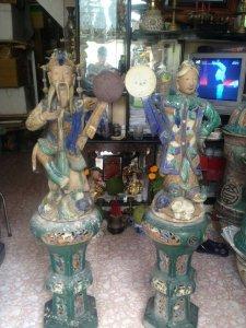 Cặp tượng Nhật Nguyệt Lái thiêu