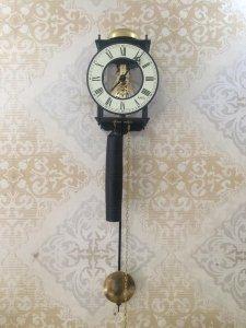 Đồng hồ treo tường dòng Skeleton độc đáo .