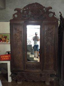 Xin giới thiệu với các bác chiếc Tủ đựng Quần áo xưa lâu năm,đẹp mê hồn,cần tìm quý nhân