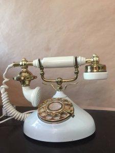 Điện thoại quay số xưa, còn dùng tốt!
