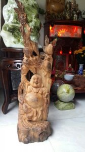 Di Lạc đứng gốc đào gỗ NGỌC AM 70cm