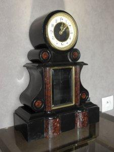 Đồng hồ bằng đá cẩm thạch đang bán tại Pháp