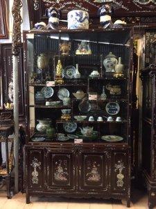 Tủ Huế bày đồ khảm ốc vàng chanh đỏ lửa,Hiếm có khó tìm,Cần tìm quý nhân