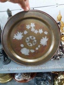 Đĩa đồng cao khoảng 25cm đẹp và tinh xảo khắc hoa