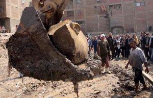 Phát hiện tượng Pharaoh Ramses II cao 8 mét được các nhà khảo cổ khai quật