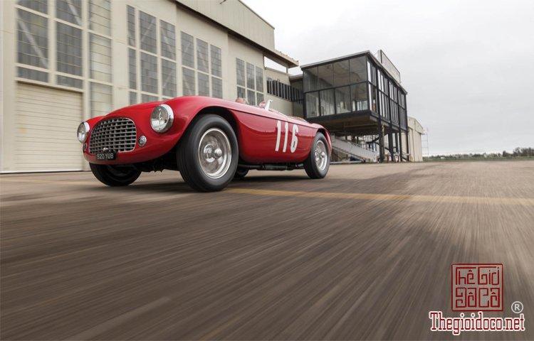 Ferraris-116-mot-trong-nhung-chiec-Ferraris-cuc-hiem-duoc-dua-ra-dau-gia (6).jpg