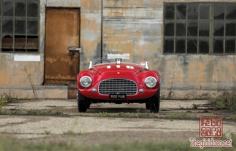 Ferraris-116-mot-trong-nhung-chiec-Ferraris-cuc-hiem-duoc-dua-ra-dau-gia (11).jpg